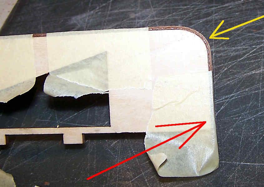 Fisso il lato corto del listello da piegare.