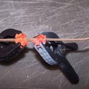 Per realizzare il traliccio del veliero incollo due curve con un incastro a tenone.