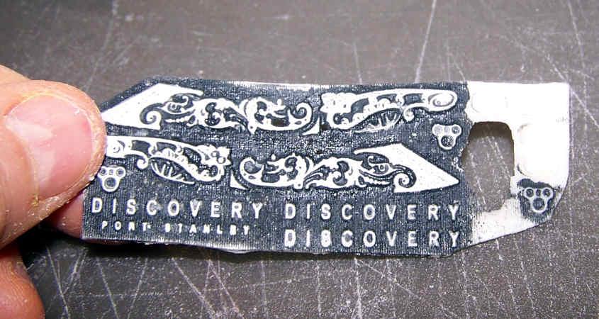 Con questo sistema faccio emergere tutti i dettagli della decorazione delle serpi di prua.