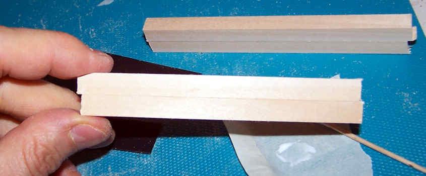 Incollo due listelli di ramino per aumentare lo spessore.