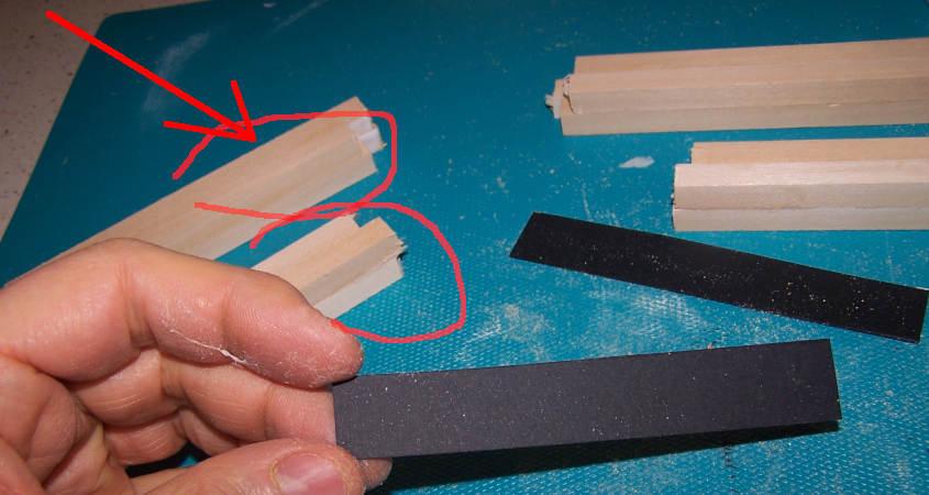 Incollo altri due listelli di ramino per aumentare lo spessore ed ottenere una sezione quadrata.
