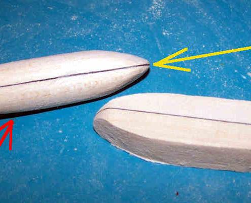Gli scafi vengono sagomati aiutandosi con la linea nera presente al centro della struttura.