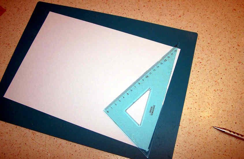"""Da un foglio di carta da fotocopiatrice ricavo i """"listelli"""" per rivestire le scialuppe della RRS Discovery."""