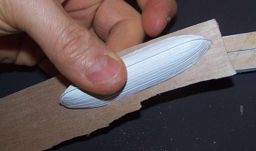 La fianchetta è realizzata con una sagoma di compensato di betulla.