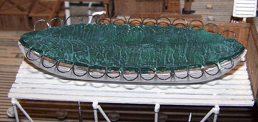Dopo vari trattamenti il telo di copertura delle scialuppe è finito.