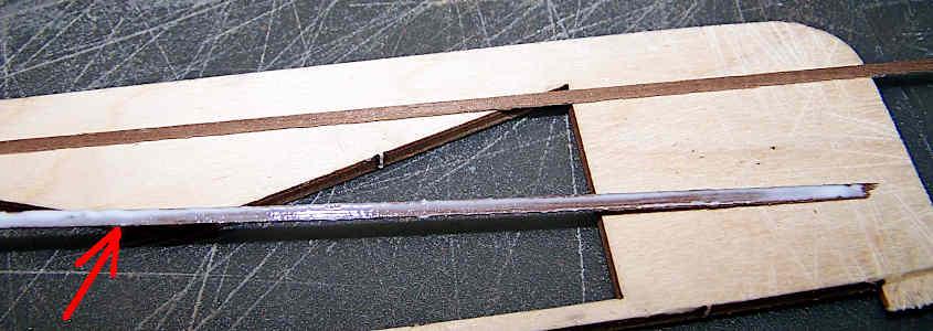Step 3 di come si incollano dei listelli di noce per aumentare lo spessore.