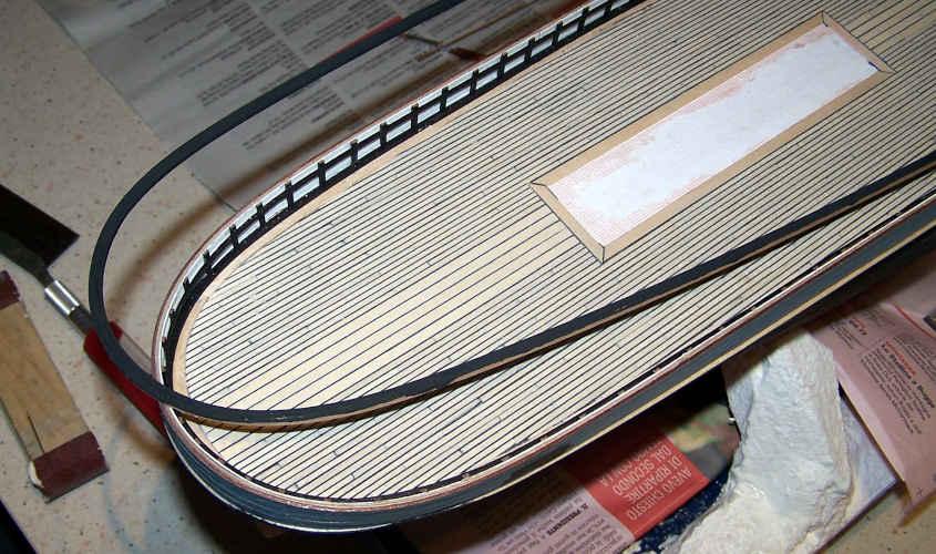 Dettaglio della curva delle'orlo dell'impavesata.