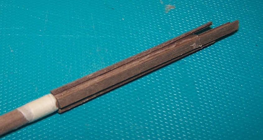 Incollo quatto listelli sulle quattro facce del colombiere in modo da aggiungere dello spessore.